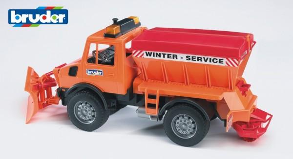 Bruder 02572 MB Unimog-Winterdienst mit Räumschild