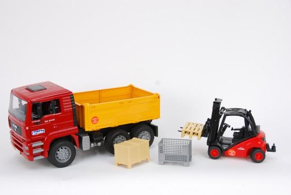 Bruder 01795 MAN TGA Kipp-LKW mit Linde Gabelstapler, Kiste, Gitterbox