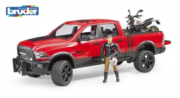 RAM 2500 Power Wagon mit Ducati Desert Sled und Fahrer